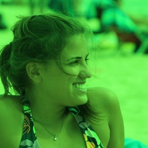 Profile picture for Viviane Oliveira