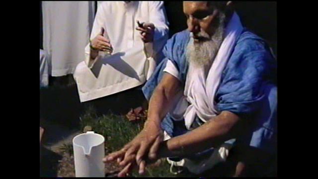 Shaykh Khatri performs wudu