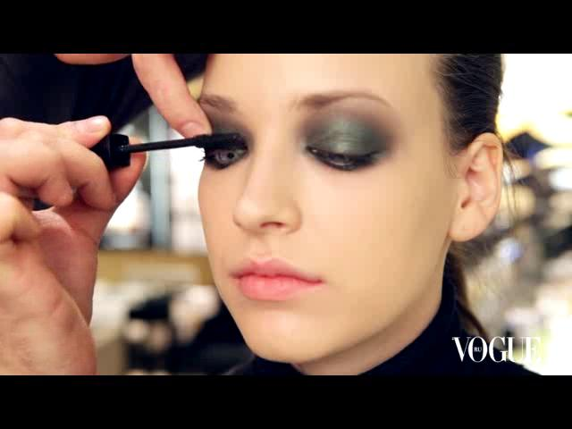 How-To: Chanel spring/summer 2011 make-up on Vimeo