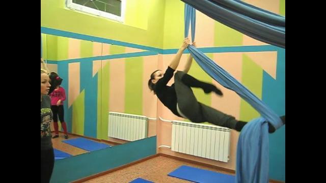Видео урока танцев на полотнах с Дариной Мишиной.