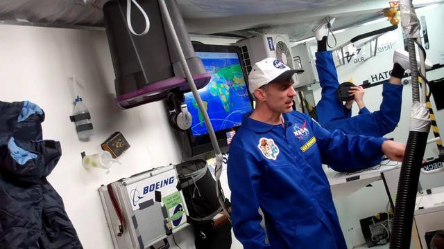 """monochrom's ISS 2011 / Episode 1 / """"V-Day"""""""