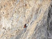 [Jvan Tresch attempts a 700-metre big wall in Switzerland]