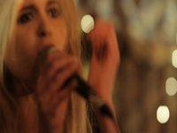 Kyla La Grange - 'Walk Through Walls' (LIVE)