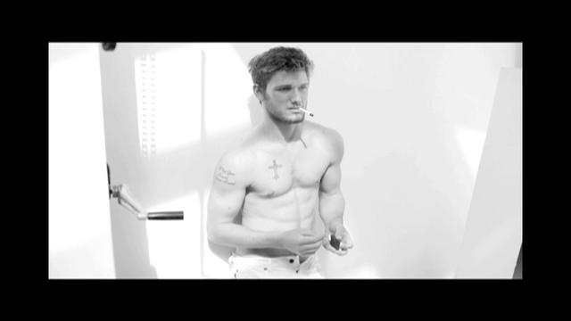 Video | Alex Pettyfer By Mario Testino For Vman Issue 22