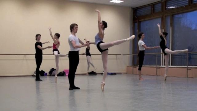 Pas de deux class in Bolshoi Ballet Academy