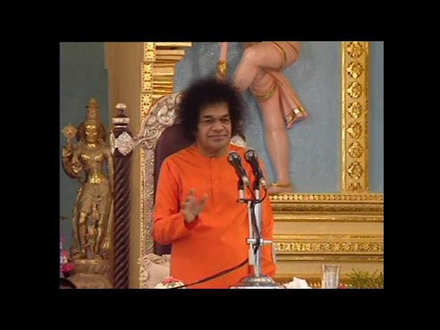Sri Sathya Sai Baba Sings Govinda Krishna Jai