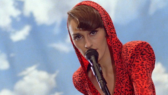 "City of Music: Yelle performs ""C'est Pas Une Vie"""