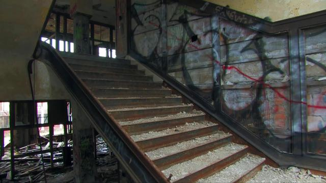 Abandoned packard auto plant on vimeo for Country plans com