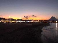 Zone de la plage d'Arenal et enfants