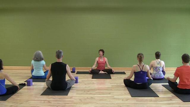 Moderate Kripalu Yoga Class with Jurian Hughes