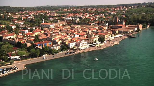 Flying piani di clodia on vimeo for Piani di coperta 20x20
