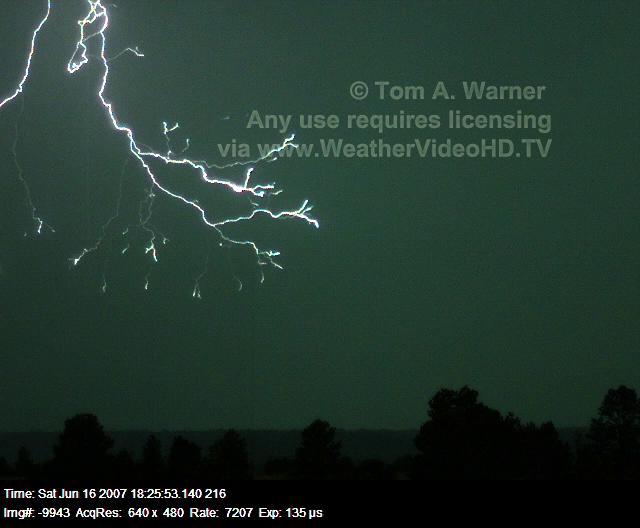 تصوير البرق بحركة بطيئة وهي بمقدار 7000 الاف صوره بالثانية الزيارات : 3981 التقييم 59 التاريخ : 1/9/2012