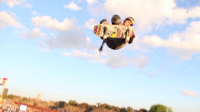 Elliot Sloan First Ever 900 Tailgrab on Mini-Mega Ramp