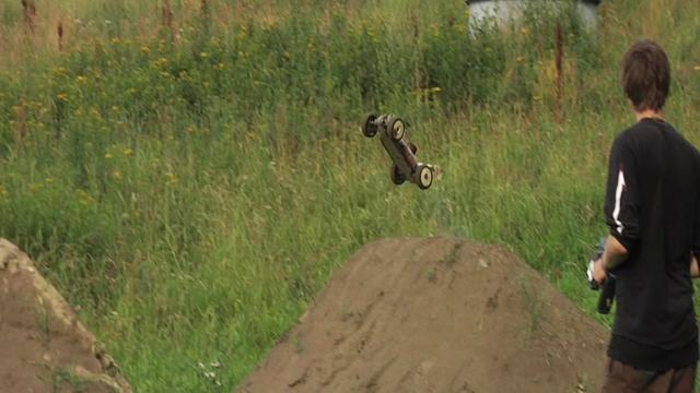 RC cars on MTB jumps in Hafjell
