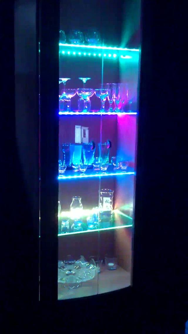 schrankbeleuchtung rgb led stripes on vimeo. Black Bedroom Furniture Sets. Home Design Ideas