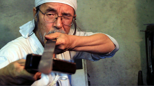 Video | Handmade Portraits – The Sword Maker