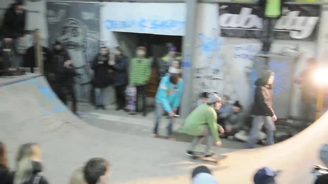 Frontside Skateboard Jam // minirampa