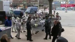 Pelsprotest til Modeugen - BT dækker, 1. februar 2012 on Vimeo