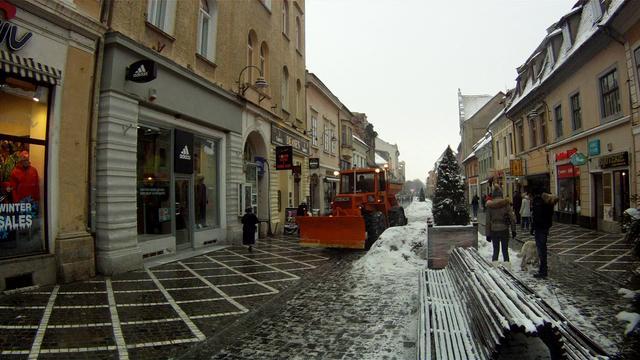 Praful alb de la dezapezire - Brasov, strada Republicii