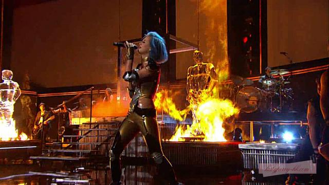 [HD]Katy Perry - E.T. / Part Of Me (Live at 54th Grammy 2012)