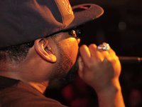 Raekwon - Shimmy Shimmy Ya & C.R.E.A.M. (Live) ()