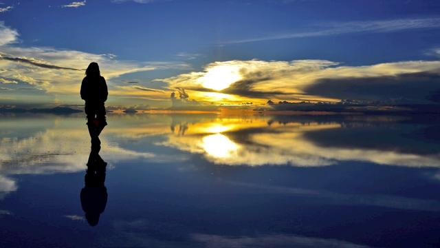 Salt Lake Uyuni ~The place of most close to heaven~