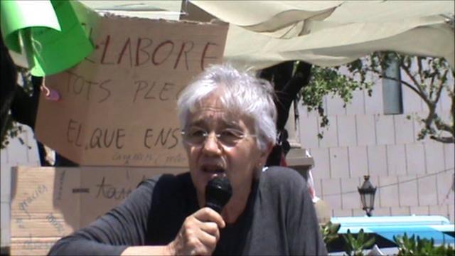 Irene Balaguer parla sobre la qualitat de l'educació pública davant el 15M a la Plaça Catalunya de Barcelona