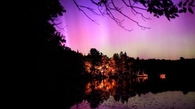 Pink Aurorae