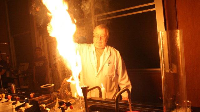 Chemistry Show Ignites Halloween Spirit