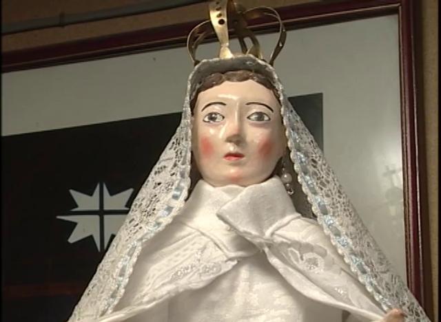 Tallado de Santones en madera, incorporados a Chiloé por la Iglesia Católica