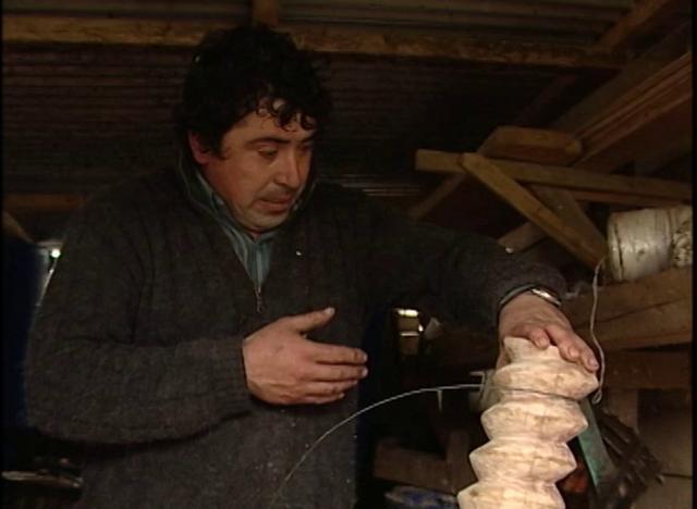 Confección del tornillo o usillo en madera para prensa de pulpa manzana.