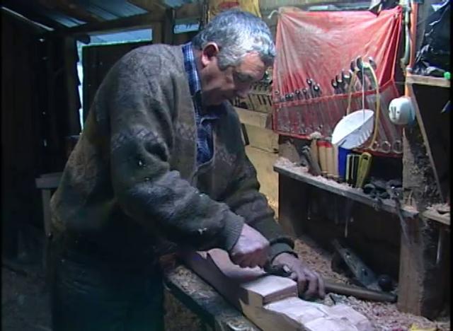 Fabricación de Yugo para tiro bueyes en Chiloé.