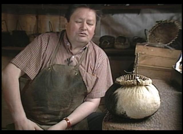 Utilizando las ubres de las vacas y otras partes del animal se confeccionaban recipientes para grano en el mundo ancestral Mapuche.