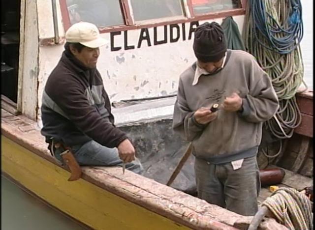 Vida de los Kawesqar en los canales australes.