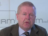 Klaus Becker: Wie werden talentierte Mitarbeiterinnen und Mitarbeiter im Unternehmen gehalten?