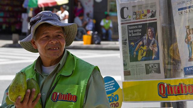 Habla el ventero, ronda el mosquito / Street seller talks, mosquito lurks