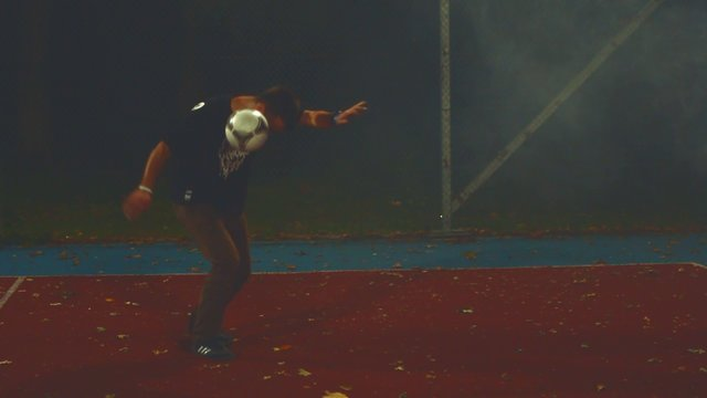 Adrian Franc (R-Style) - Piłka W Wolnym Stylu 2012 FREESTYLE FOOTBALL