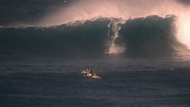 Canon 5D Mark II Slow Motion + Jaws ( Peahi ) 12-7-09