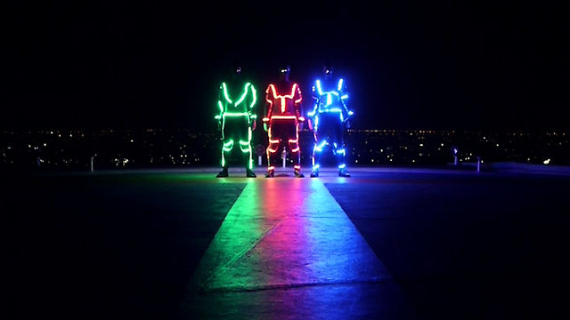 Light Emitting Dudes - LED Freerunning
