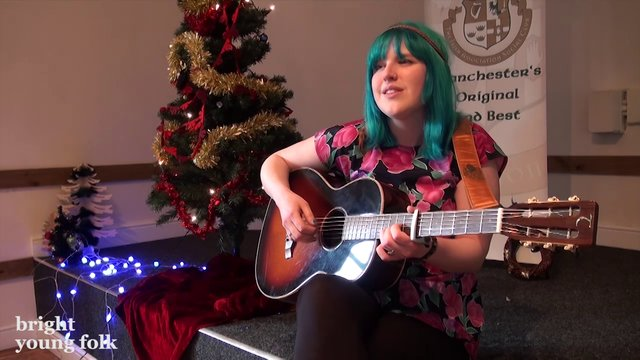 Lucy Ward sings Auld Lang Syne