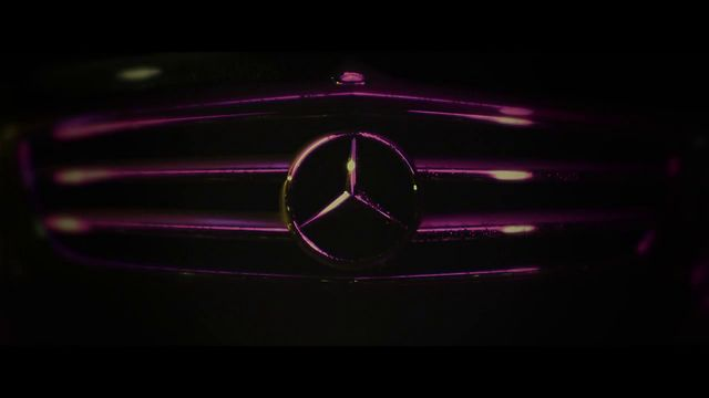 Mercedes-Benz // 9,000,000 FACEBOOK FANS