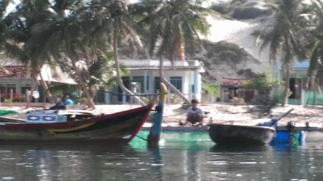 Dam Mon Vietnam  city photos gallery : Kayak in Dam Mon Vietnam on Vimeo