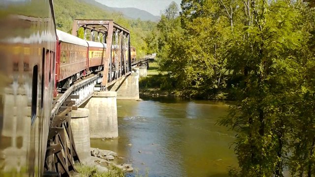 Nantahala Byway: Great Smoky Mountains Railroad