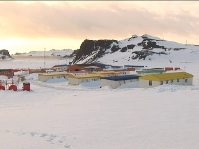 El Profesor José Tohá, (Q.E.P.D) de la Universidad de Chile desarrolló un biofiltro para aguas servidas con lombrices. El sistema ya opera en la Antártica Chilena.