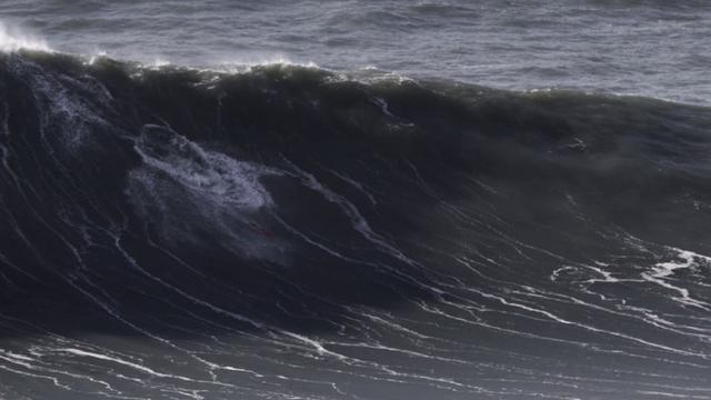 Tow-in session of January 28th in Nazare, Portugal. / 28.01.2013