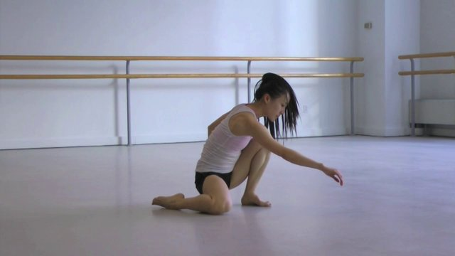 YIN YUE - The Dance Enthusiast Minutes: A minute of catching movement