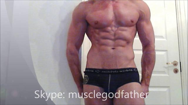 Worship MUSCLE GODFATHER Bodybuilder Flexing Check Extremeley Ripped and Muscular