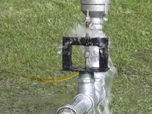 El Ariete hidráulico es una bomba de agua que aprovecha la misma fuerza del agua para funcionar. Esta es una experiencia registrada en la Universidad Técnica Federico Santa María, en Valparaíso.