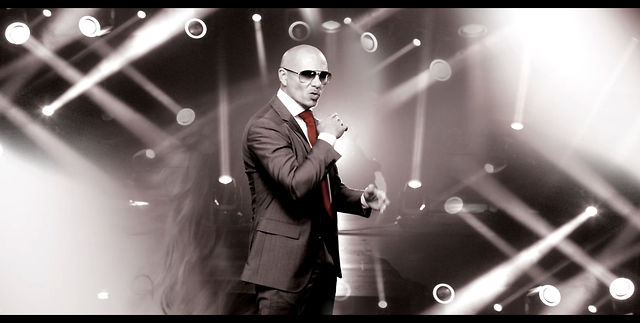 Pitbull Feel This Moment