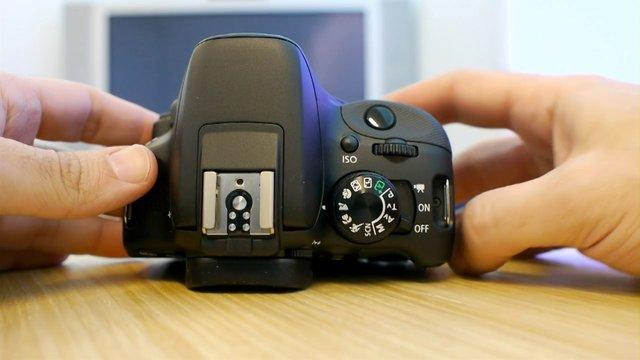 Canon EOS 100D y 700D: toma de contacto